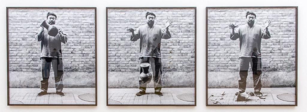 Ai Wei Wei drops han Dynasty Urn